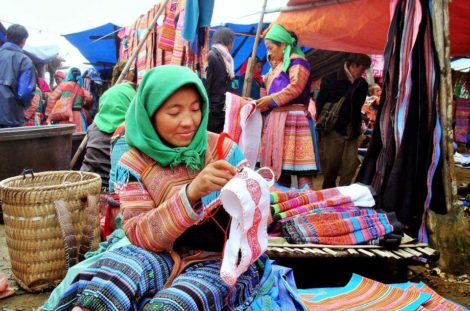 Cao Son market day – 3night (on Wednesday)