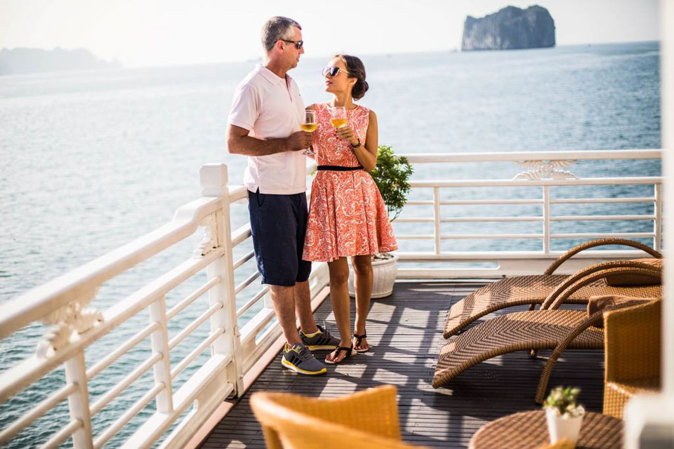 Have sweet moments on Au Cơ Cruise